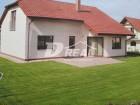 Pronájem moderně řešené novostavby rodinného domu 4+kk se zahradou, v bezprostřední blízkosti města Brna - v obci Sokolnice, Brno-venkov